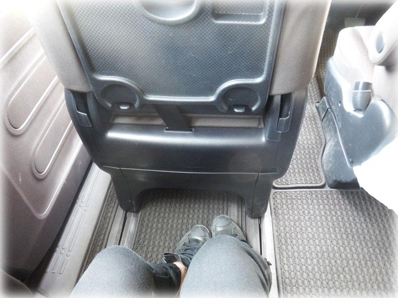 助手席使用時の足元