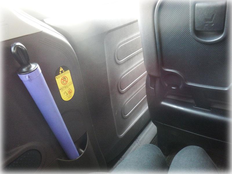 スペイド左側後部座席