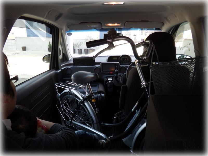 スペイドの後部座席に自転車