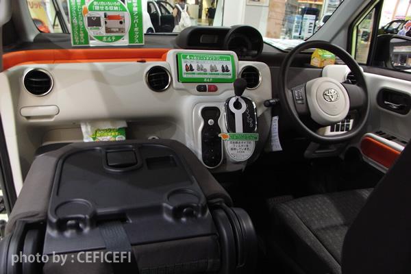 ポルテの運転席画像