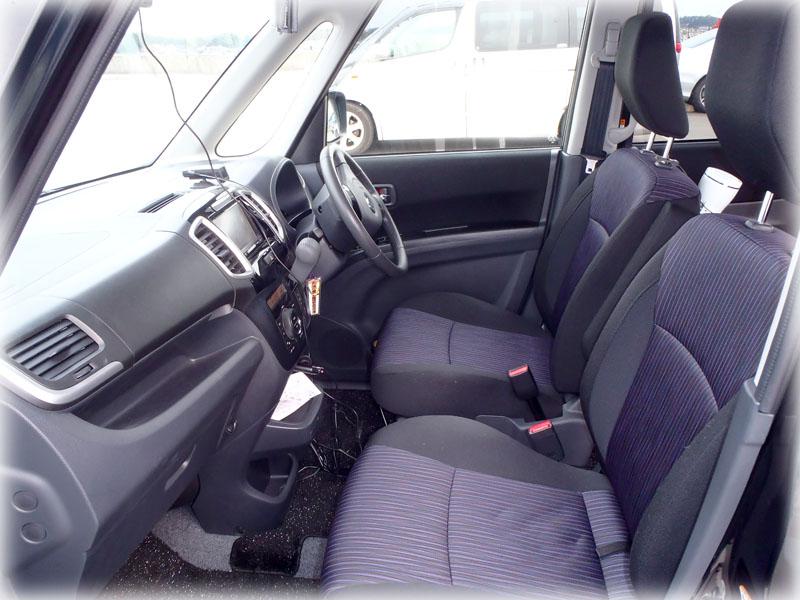 スズキソリオの運転席