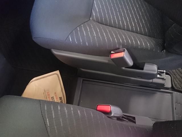ルーミー運転席と助手席の間