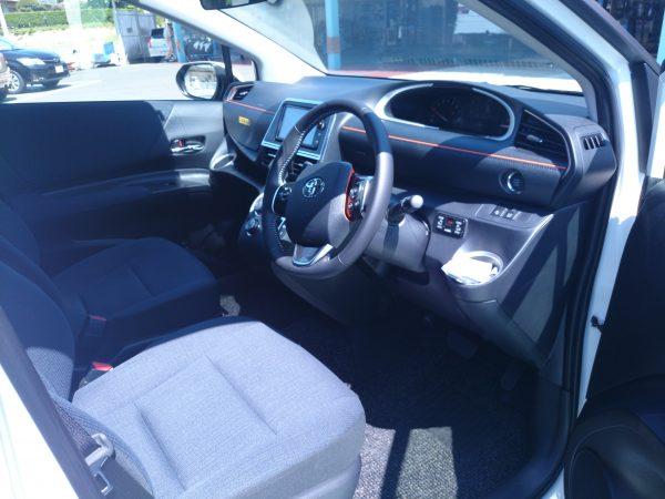 シエンタの運転席画像